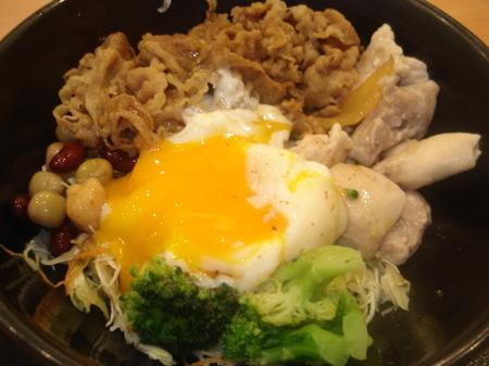 yoshinoya-rizap-salad07.jpg